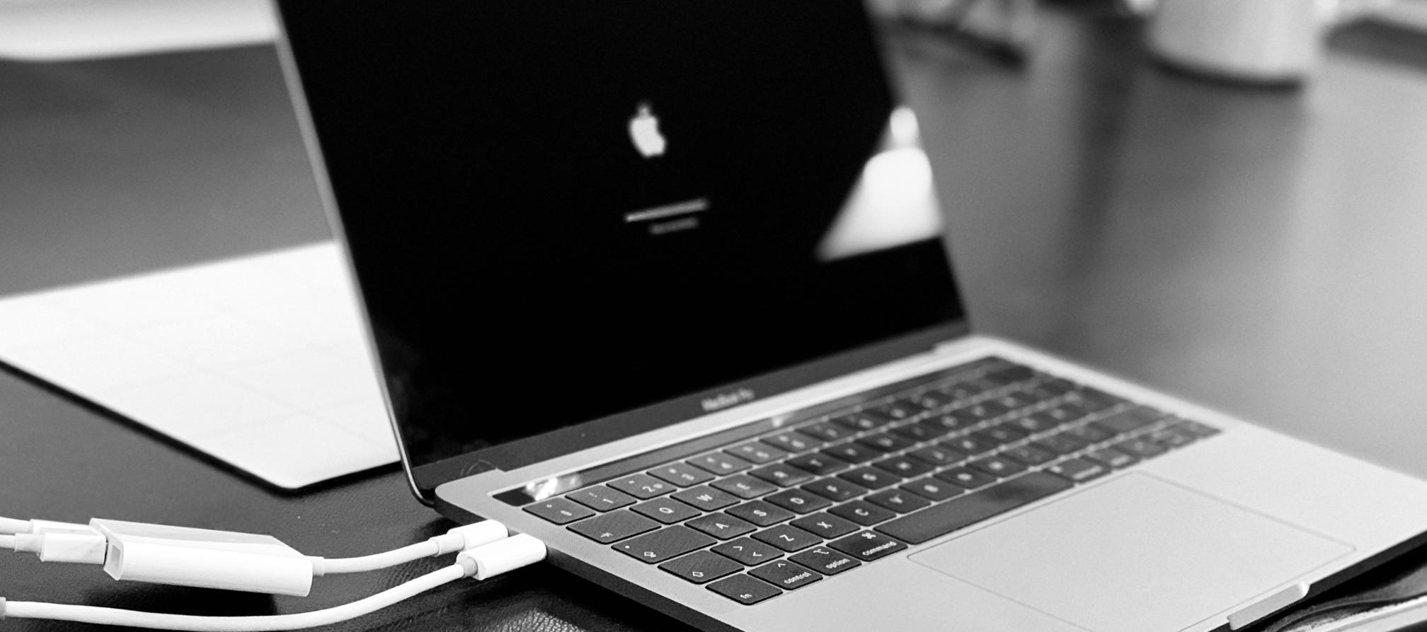 Bild på en Mac under reparation